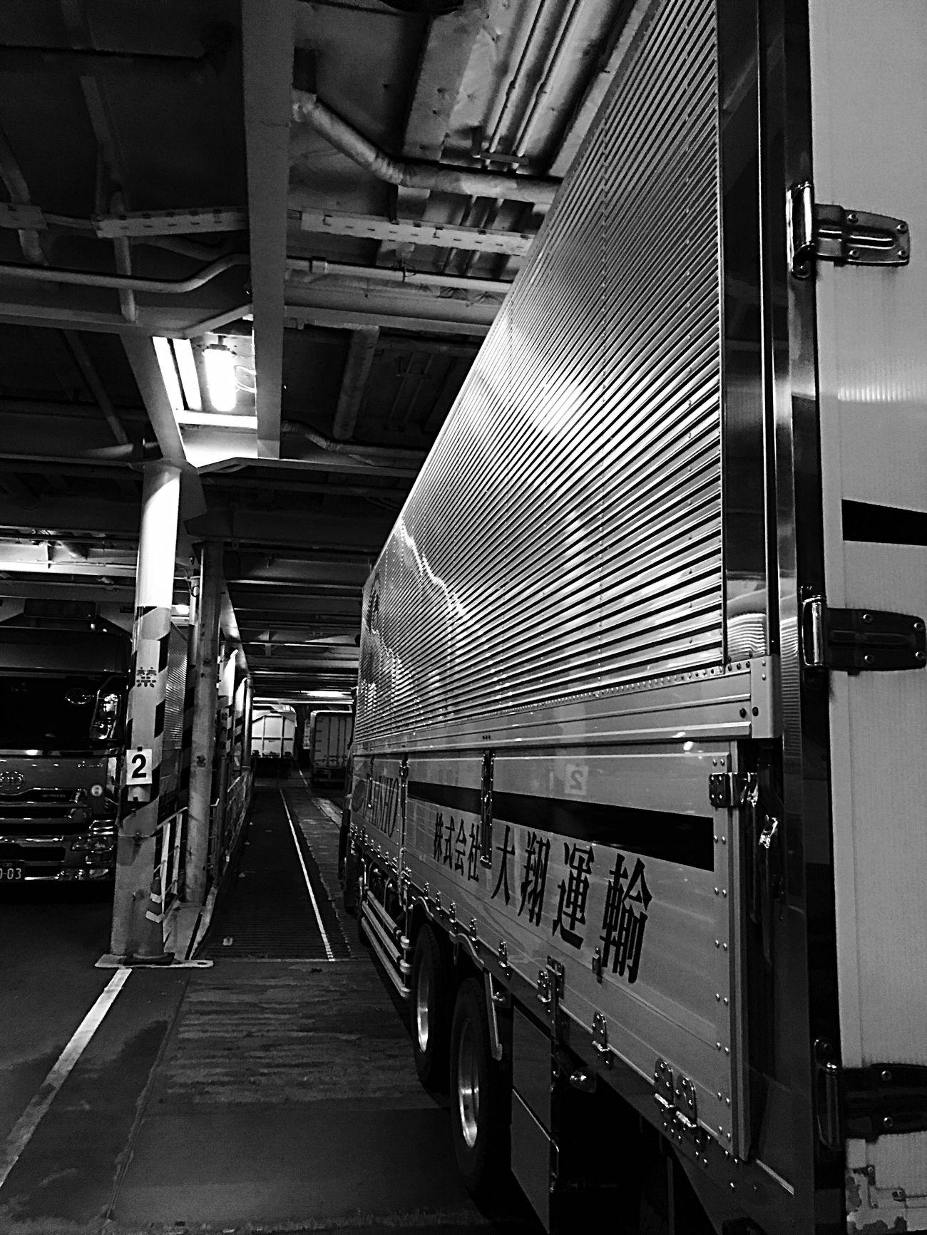 Light And Shadow EyeEm Japan Photography Black And White EyeEm Japan Trucking Truck Enjoying Life Japan EyeEm Gallery Nissan Trucks EyeEmBestPics Self Portrait EyeEm Best Shots EyeEm Best Edits