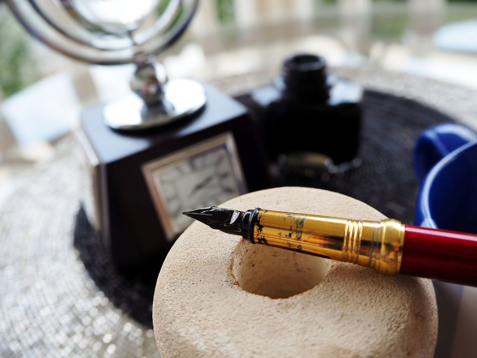 Morning Vibes EyeEmNewHere Pen Nibs Nib Writing Instrument Ink Pen Old-fashioned Writing Time To Study Retro Styled Knowledge Knowledge Is Freedom Time To Write Knowledge Is Power Close-up Golden Pen Write Your Own Story Studyhard Neon Life Motivation Education Success