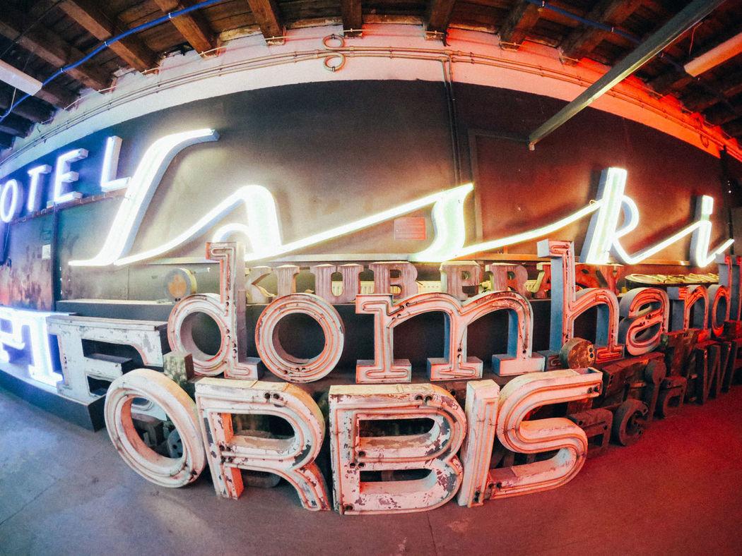 orbis Fotostrasse Neon Neon Museum Neon Muzeu Typography Typographyinspired War