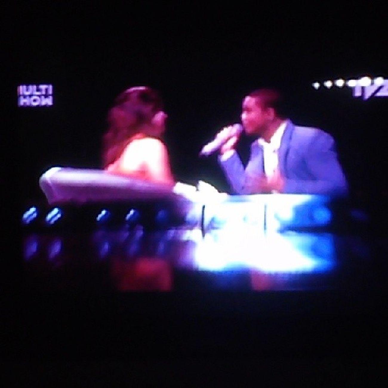 Por que tão fofo esse clipe , amoo tantoo !! Coloquei na Multishow na hora certa !! Naofuihomem Imaginasamba TVZ pagode romântico fofo perfeito
