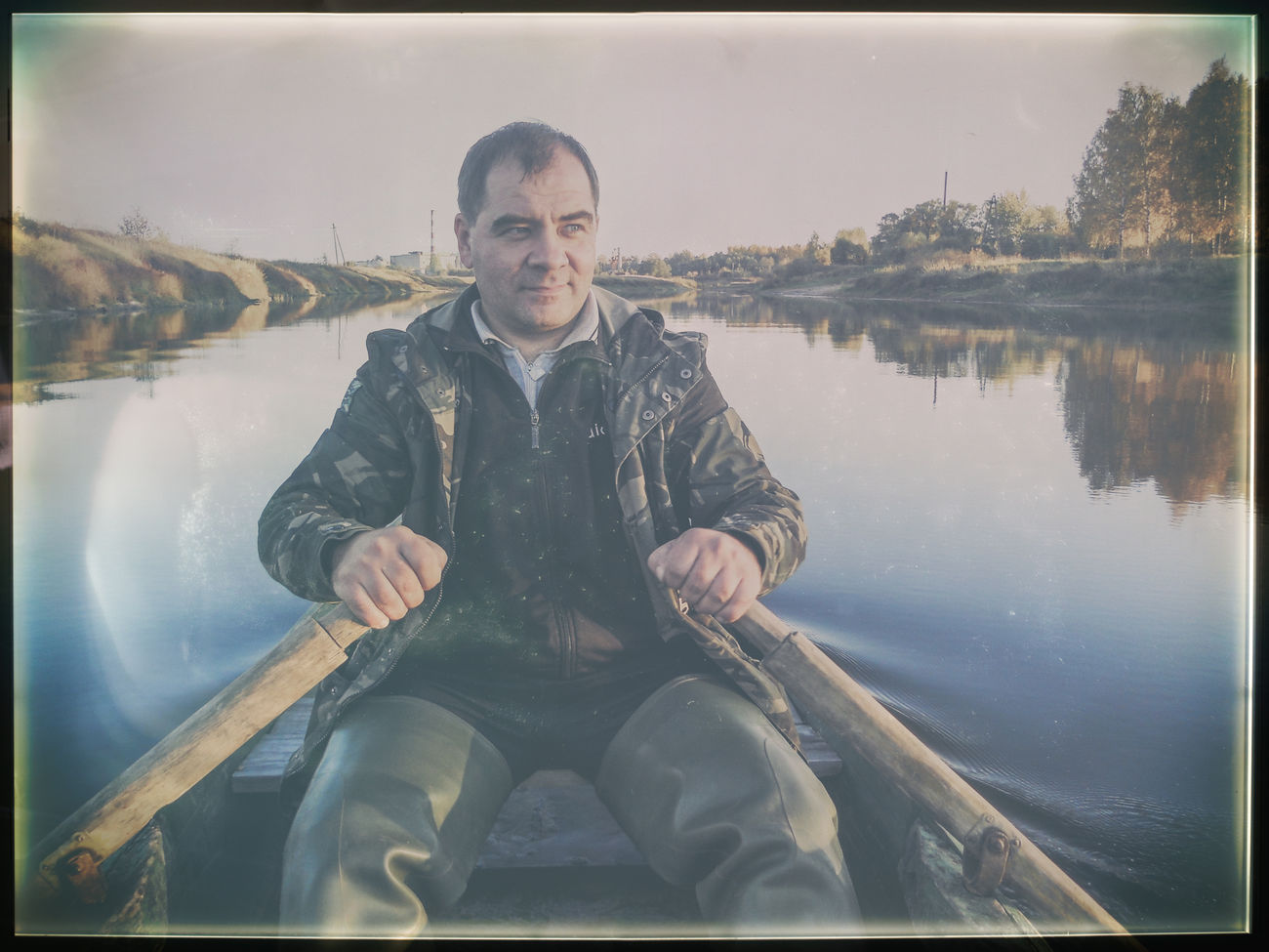 Я плыву в лодке Adult Boat Looking At Camera Mature Adult Mologa Nature One Man Only One Mature Man Only One Person Only Men Outdoors Paddles People Portrait River Russia Water