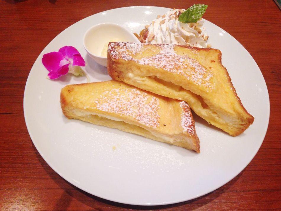 フレンチトースト巡り 第3弾 Cafe Banyan ココナッツパインクリーム リリコイソース ココナッツバター トロピカルな味。バターがおいしい。
