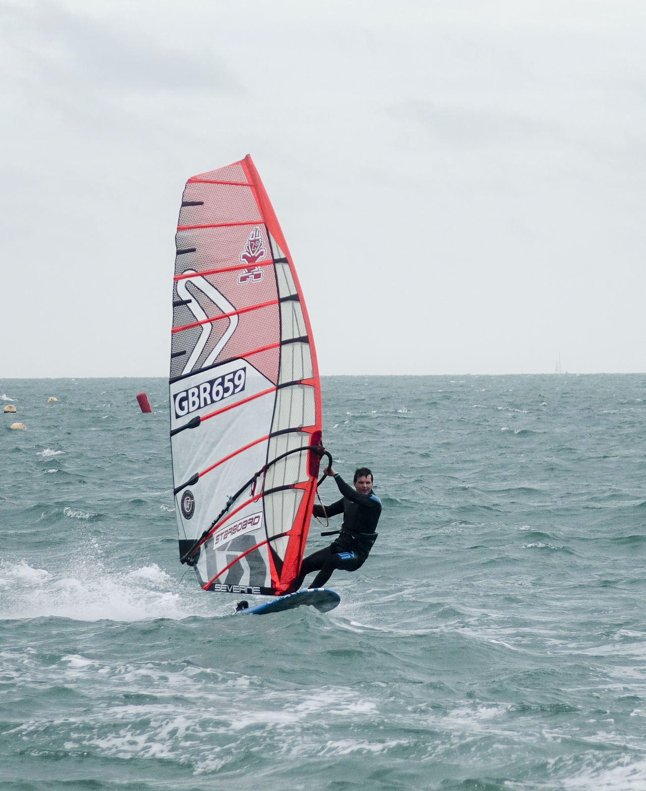 Hayling Island, UK. 3rd September 2016. Windsurfers competing in the National Watersports Festival. Low pressure conditions provided strong winds for this annual event. England England🇬🇧 Fleet Hampshire  Hants Hayling Island  National Watersports Festival Nwf Race Windsurf Windsurf Competition Windsurf Life Windsurfen Windsurfer Windsurfers Windsurfing