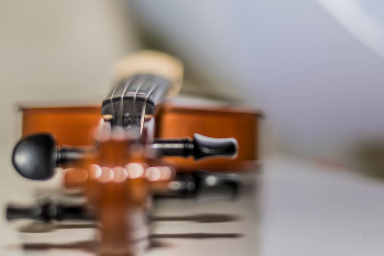This is a studio shot of a violin i have been working with, I have been working on bokeh and different depths of field. Blackandwhite Bokeh Brown Close Up Copy Space Day Dof EyeEm Gallery Indoors  Musical Instrument Musical Instrument String Musical Instruments No People Shallow Depth Of Field String Studio Studio Shot StudioLife This Week On Eyeem Violin Violinist White Wood