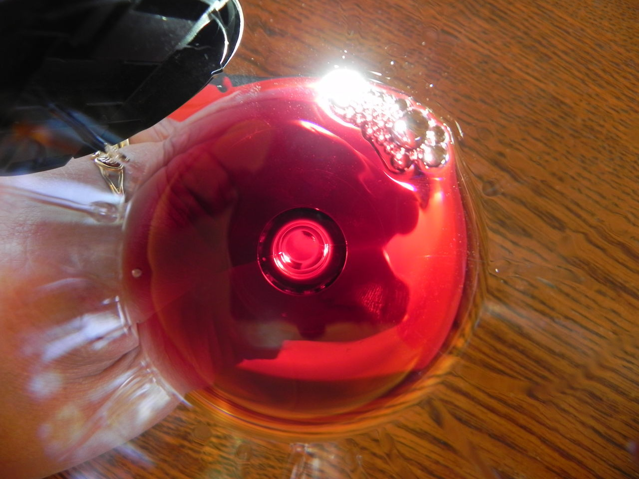 wine tasting with friends from another land Alcohol Close-up Day Indoors  No People Red Red Wine In The Glas Red Wine♡ Reflection Sun Glare Wine Wine Glass Wine Moments Wine Tasting Wine Moments