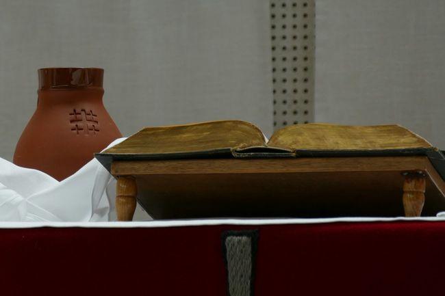 Holy Bible Bibel  Church Churches Kirche Kirchen Kelch Altar Sonntag Sunday Pfingsten Pfingstwunder The Book Book Sundays Little Things Faithful Old Vs Modern Evangelion White Religion Mentality God's House Gotteshaus Religió