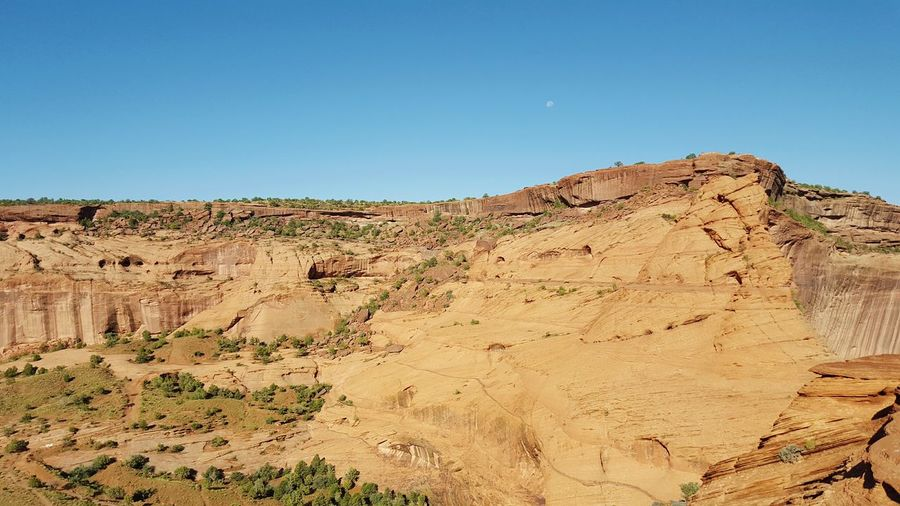 Went rock climbing this morning. In a distance u can see white house trail & overlook. Rock Climbing Canyon De Chelly National Park Scenic View Almost Fell Climbing Long Way Down Legs Shaking People Watching Soaking Up The Sun Hiking❤ Incredible View