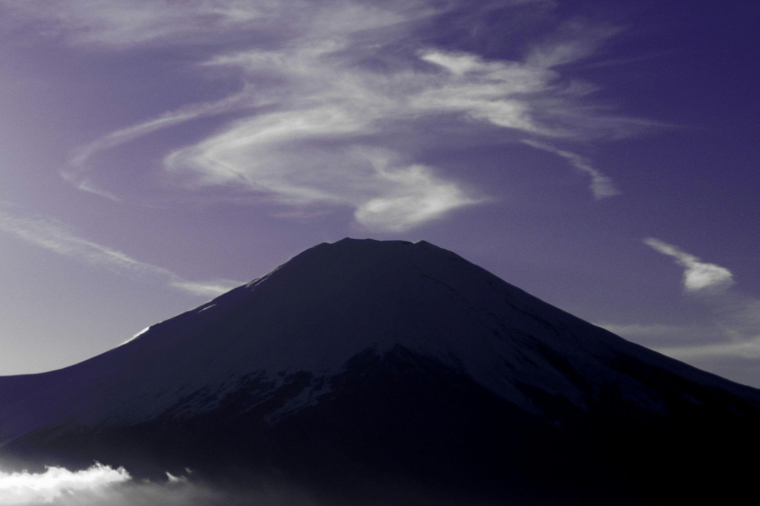 mountain, scenics, tranquil scene, tranquility, beauty in nature, mountain range, sky, nature, cloud - sky, idyllic, landscape, snow, majestic, weather, non-urban scene, winter, snowcapped mountain, cold temperature, cloud, blue