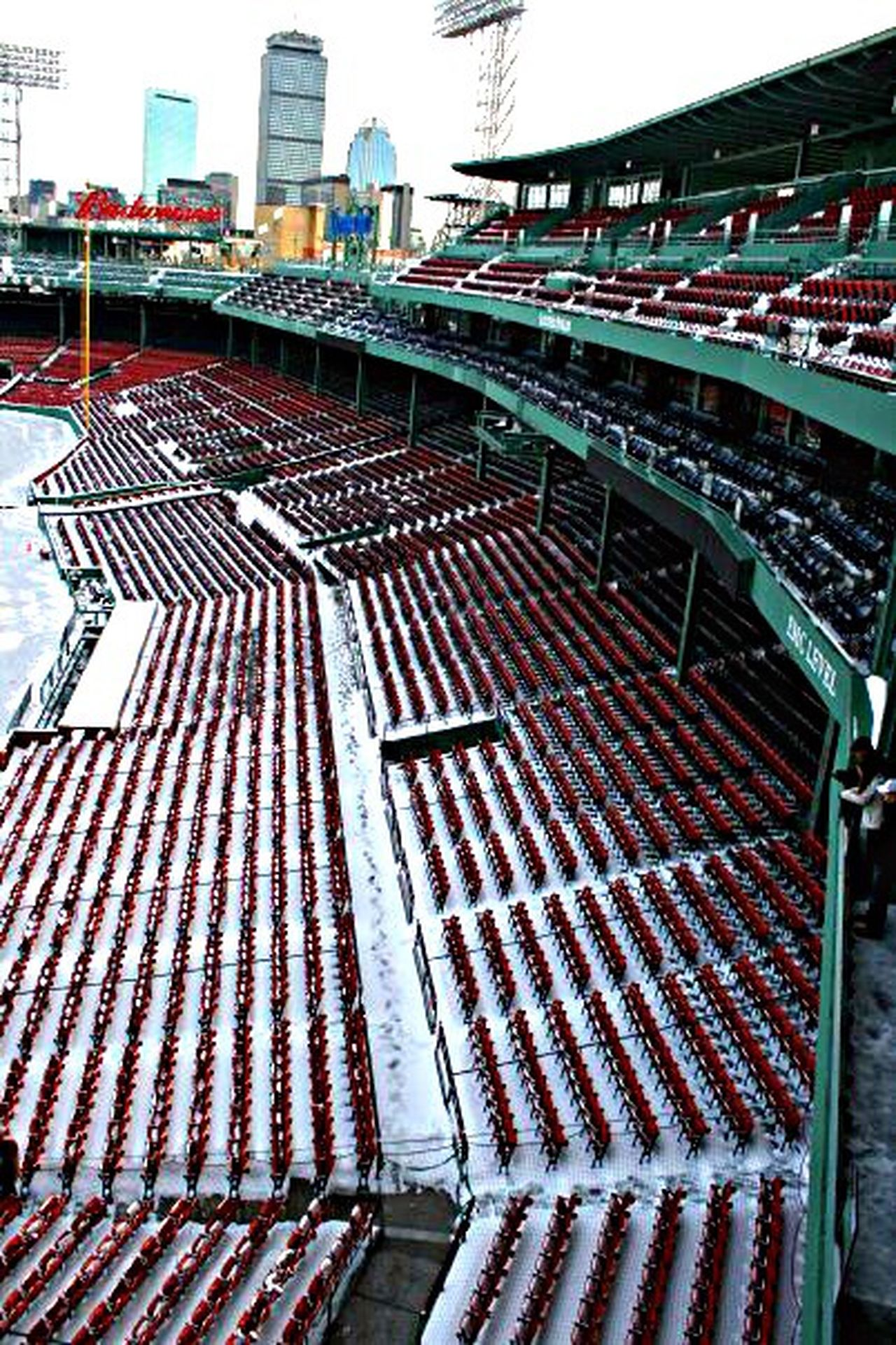Fenwaypark Winterclassicpregame Avonoldfarms V Tate Enjoying Life Freezing