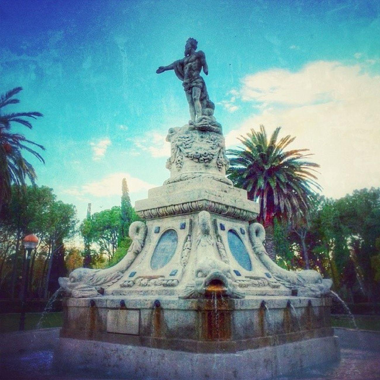 Estatua de Neptuno en el ParqueJoseAntonioLabordeta Igersaragon igerszgz Zaragoza
