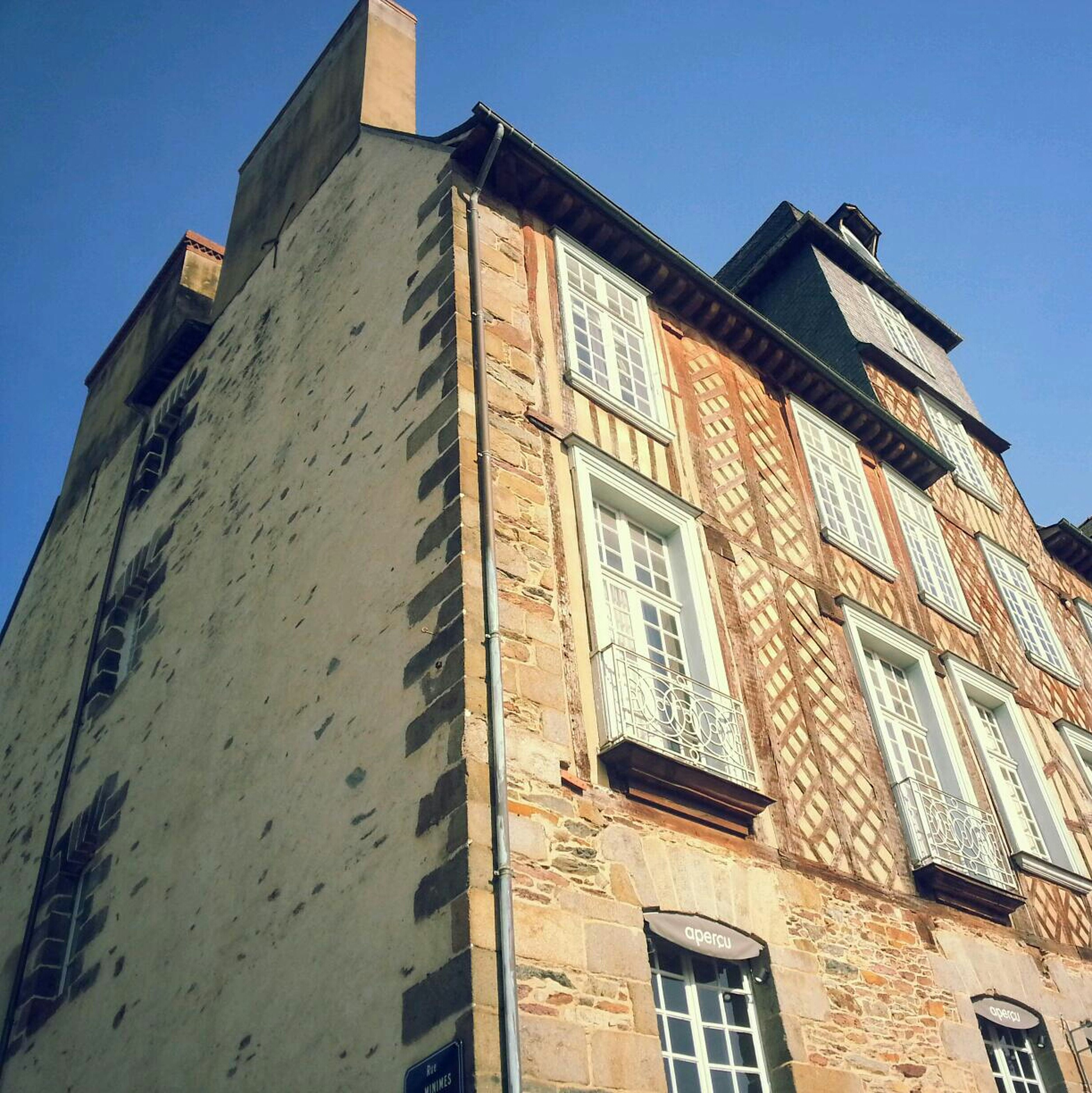 building exterior, architecture, built structure, low angle view, window, residential structure, residential building, blue, clear sky, building, house, sky, day, outdoors, sunlight, no people, old, city, apartment, brick wall