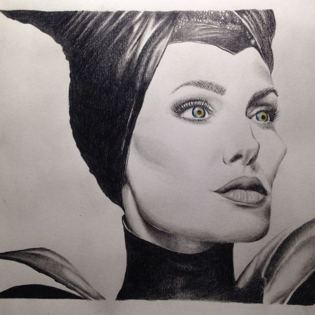 Maleficent Angelinajolie Draw Realistic Blackandgray Blackandgrey Graffite Drawing Realisticdrawing