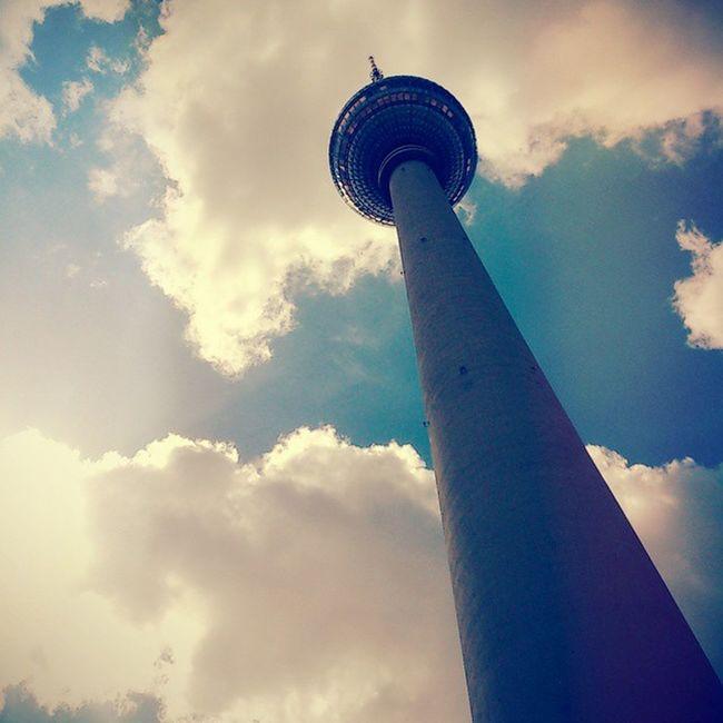 Berlin Alexanderplatz Fernsehturm Fernsehturmberlin Tvtower Sunlight Sky And Clouds Blue