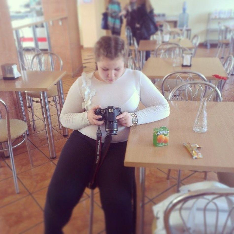 алина чудит настраивает фотик фотоопарат встоловкевстоловой