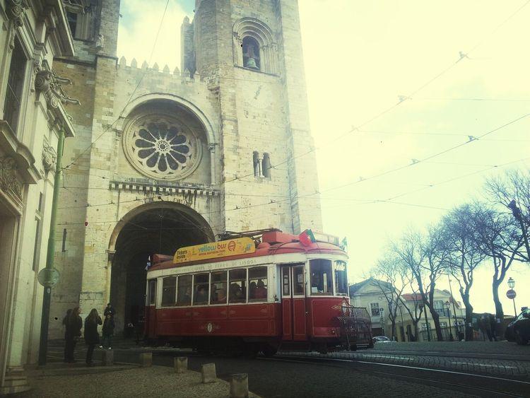 Catedral Da Se. Lisboa. Lisboa Tranvía Catedral Taking Photos