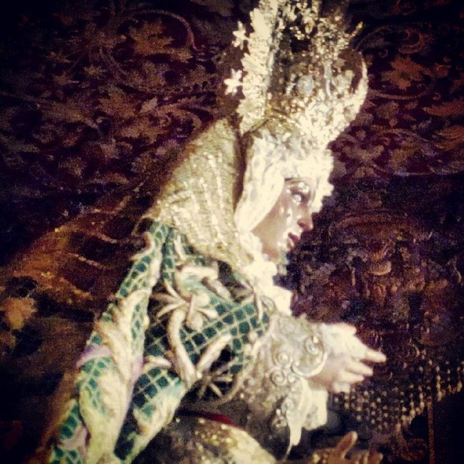 La Macarena espera ya en su palio para repartir Esperanza Cuaresma2014 Sevillahoy