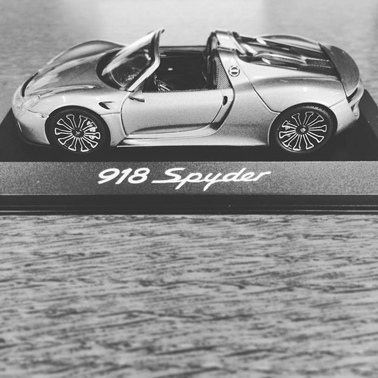 immerhin schon Hybrid 😉☕️ aller anfang ist schwer aber das wird schon... @porsche Porsche Porsche918 Porsche918Spyder Innovation Machen @theporschelifestyle @porscheclub @porschedesignofficial