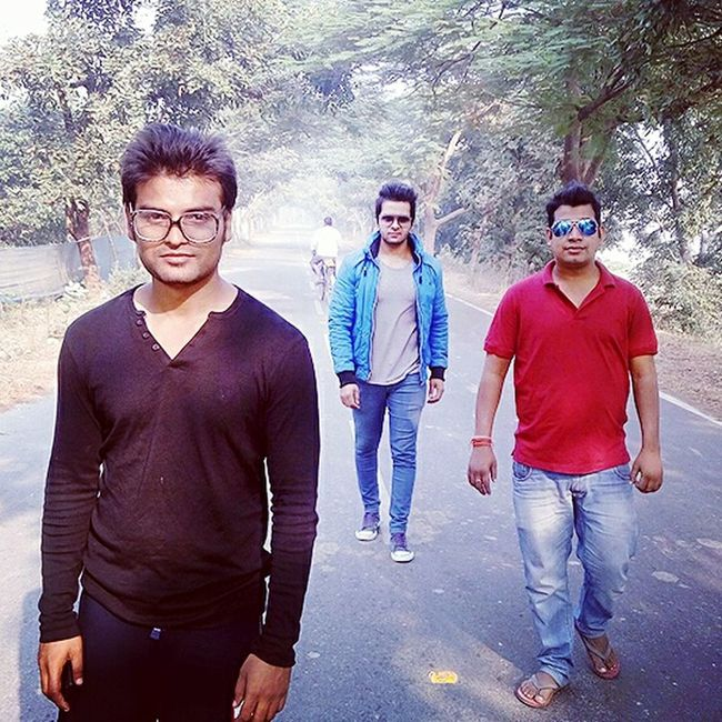 Morning...friends...hometown...life is good Glamorous  Safejohny Swag Allahabad Dude Hottie Sexyboys Sexyman Attitude Hot Supersexy Indiansexymen Desiswag Street Fashion Indian Men Indian HERO Model Friends Cool Men Modeling Models Fashion Fashion Trends