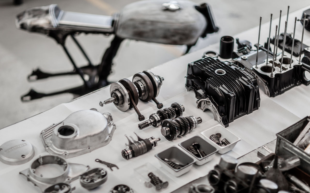 engine assembly Cb250 Components Custom Custom Bikes Engine Engineering Frame Honda Large Group Of Objects Metal Motorcycle No People Table Technology Workshop First Eyeem Photo