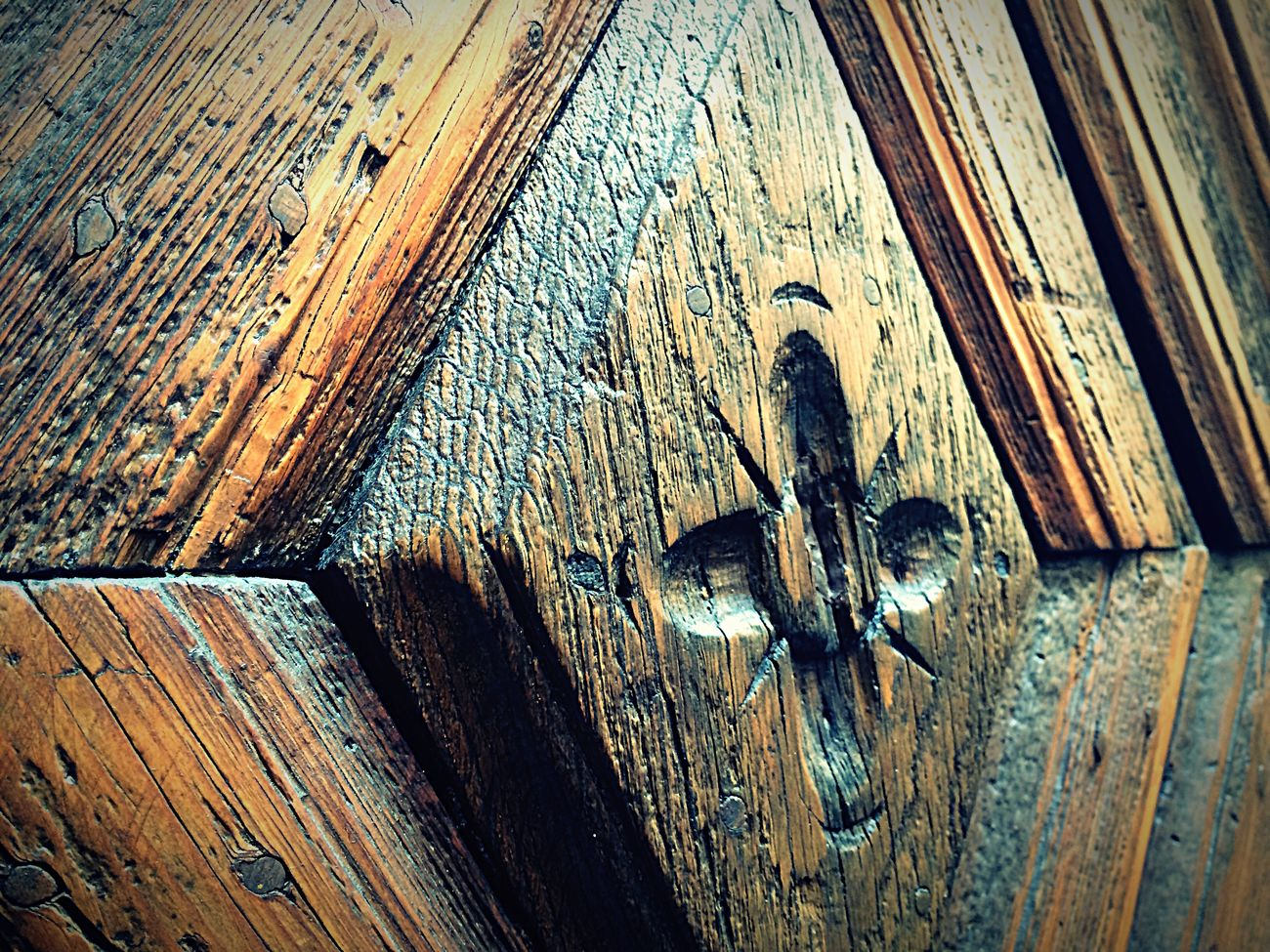 This is a door🌲 Passion Photographer Taking Photos Textures And Surfaces Door Wood Design IPhoneography Iphonephotography Wood - Material Wood Doors