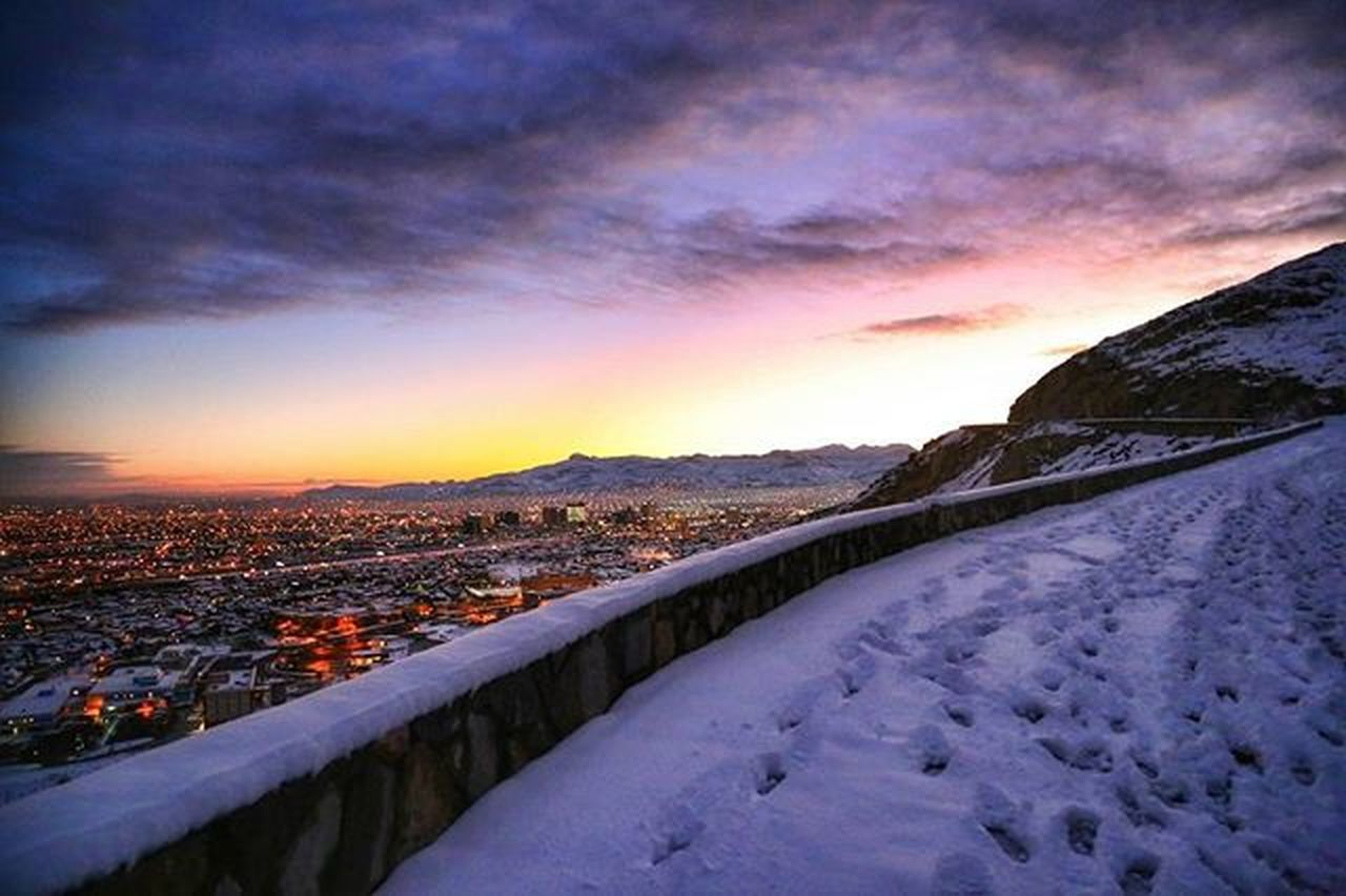 I'm probably going to be posting a lot of pictures from El paso. Can't get over how beautiful it was. Thank you @sora_aros1 for sharing this view with me. Elpaso Texas Sunset Sun ScenicDrive Mountains Juarez Mexico Snowfall Snowday Snow Christmas Winteriscoming Whitechristmas Beautiful Texan  Canon Jeanphotog Photography Landscape Viewofthecity Photooftheday Showcase: February Landscapes With WhiteWall
