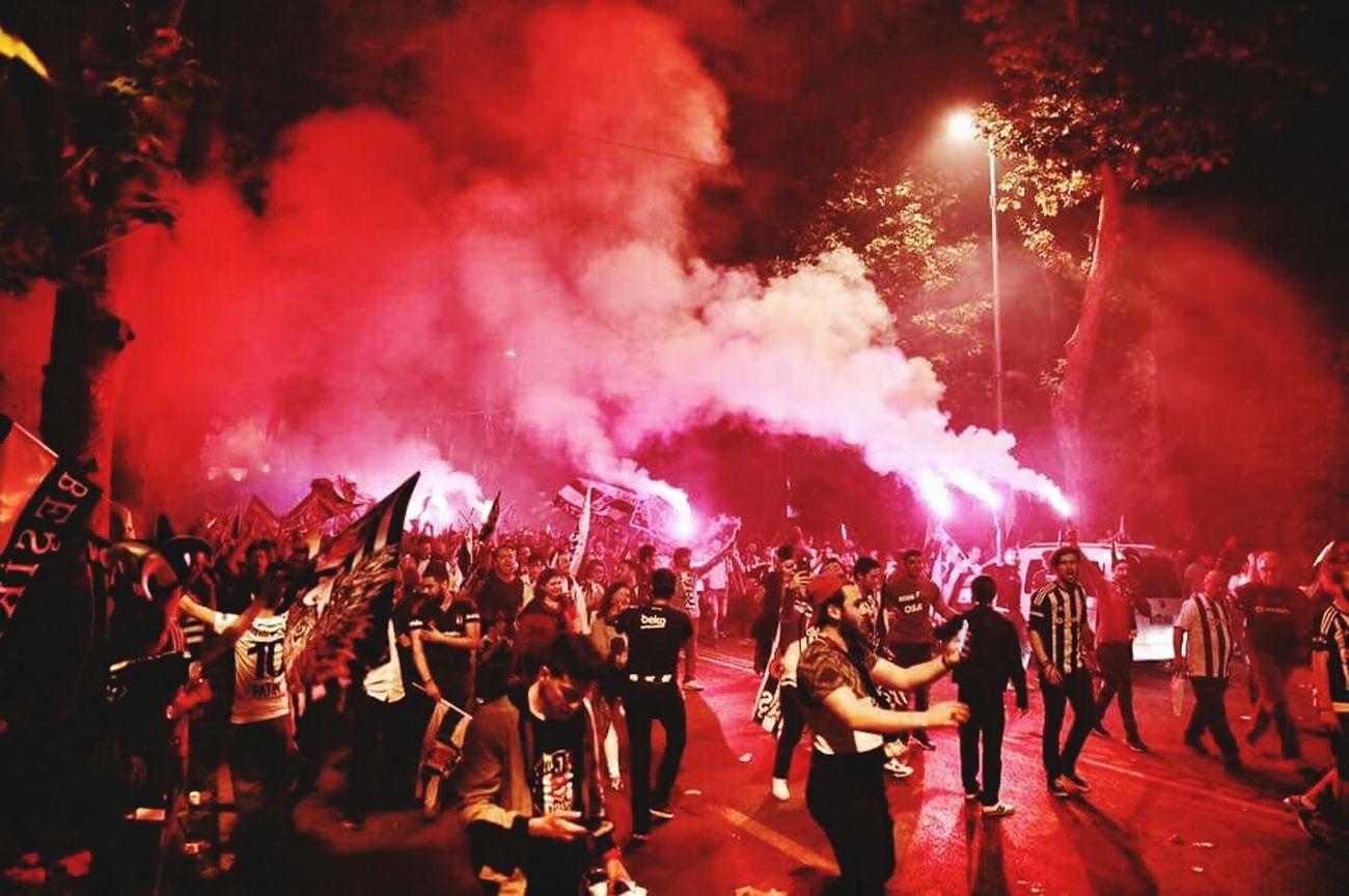 Kutlamalar Sampiyon Şampiyon BEŞİKTAŞ Beşiktaşk Beşiktaş ❤ Kutlama Geliyor