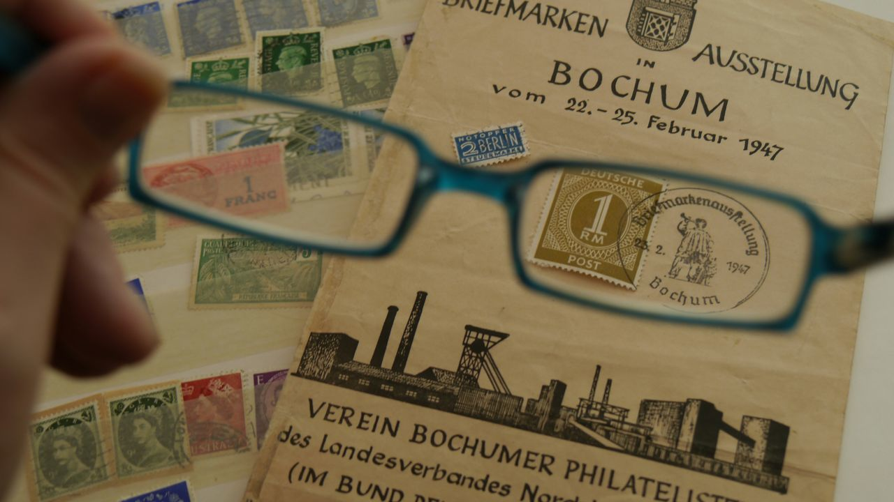 Old history collected in stamps Close-up Text Eyem Gallery EyeEm Gallery Stamps Philatelist History Conversation Politics Group Of Philatelists Exhibition Collectors Item Collector Glasses Lieblingsteil