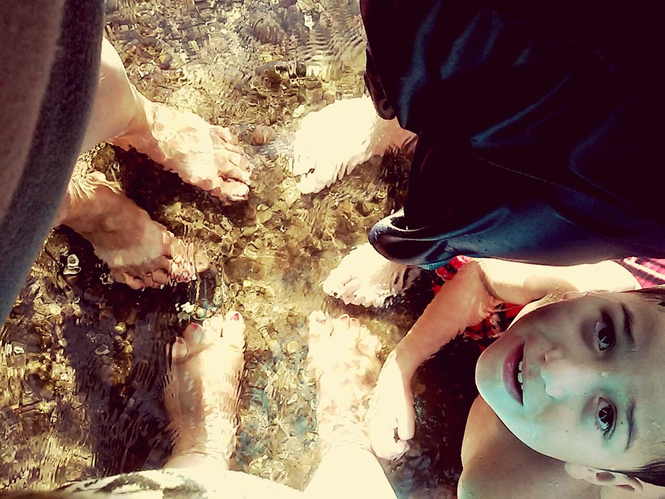 Barefoot Three Generations, my mother, myself and two nephews. Taken in this beautiful, warm and clear water. Mondayfunday Statepark Dayoffun Swimming Família Mom Nephews Clearwaters  Sunnyday