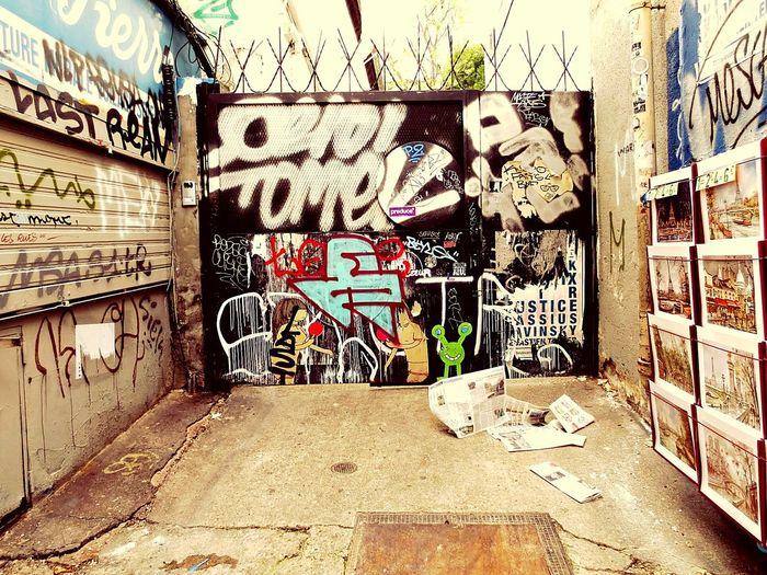 Text Street Photography City No People Graffiti Art Strret Art street art Typo