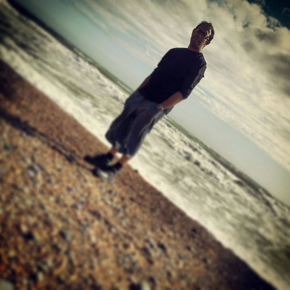 I was so peaceful and calm. The right amount and wind and waves and rising tide. AWalkonthebeach Hovebeach Brighton Windy Sunshine Water Cold Surf