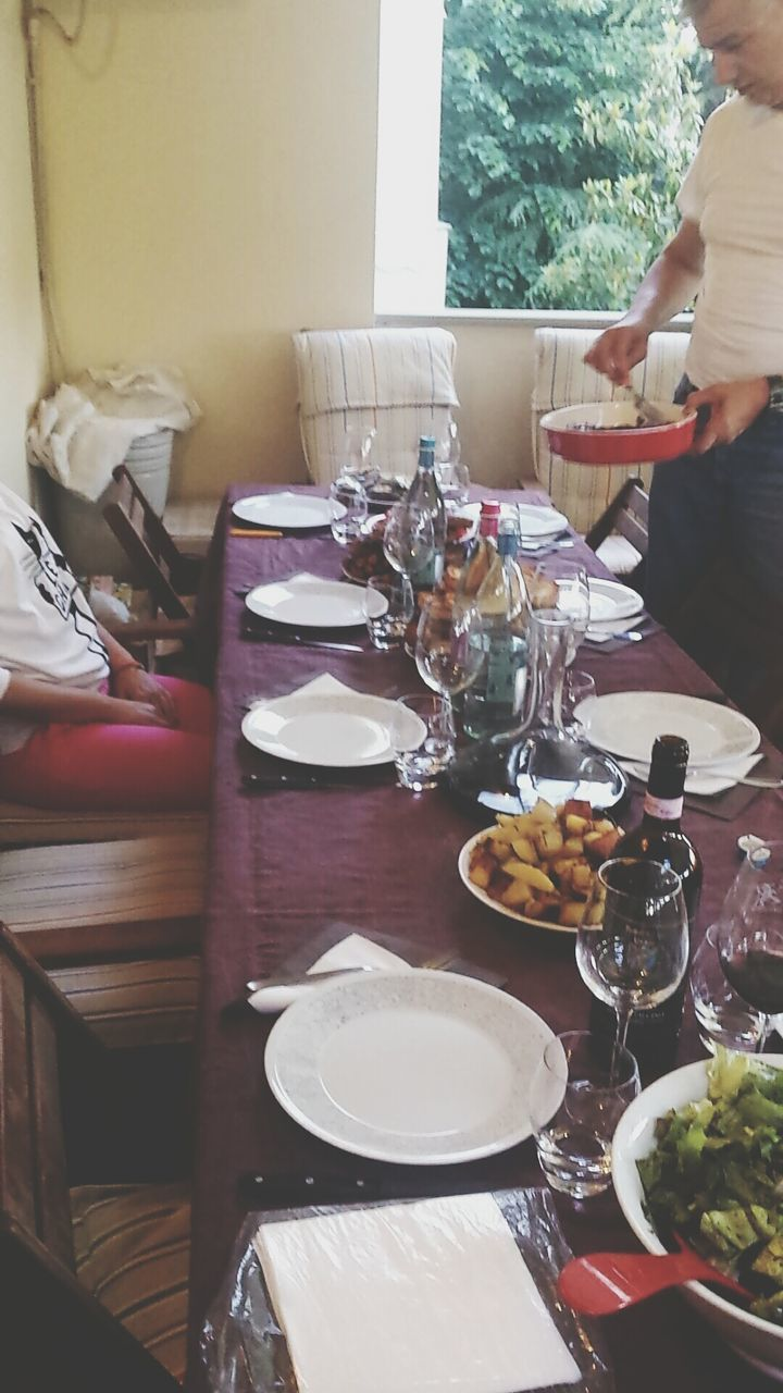 table, plate, place setting, dining table, food and drink, real people, dinner, wineglass, fork, indoors, drinking glass, day, food, one person