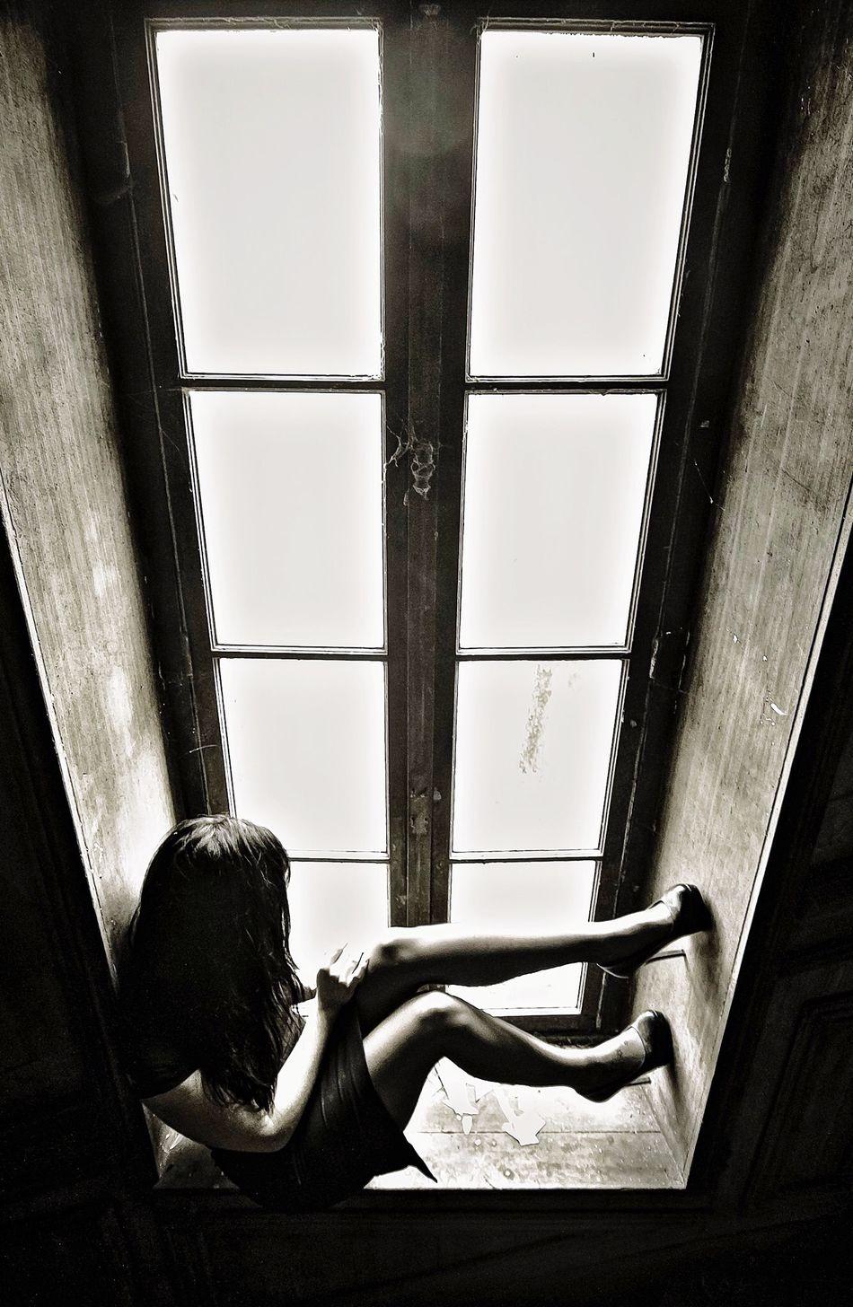 Derrière le passé, devant le néant... Black & White Model Pretty Monochrome France Blackandwhite Beautiful Urban Exploration Urbex Decay