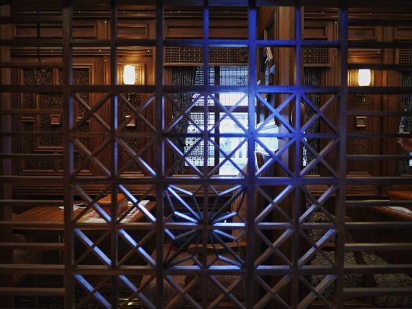 Compartment View, before Departure Times Platform No1, Nagasaki Station : A Frame Within A Frame Okawa kumiko 大川組子 Wooden Texture Exterior Design 透過光 Nagasaki Journey JR KYUSHU SWEET TRAIN「或る列車」 Nagasaki-Nagayo-kikitsu-Isahaya.... Sasebo / Panasonic Lumix GX1 LUMIX G VARIO 14-45/F3.5-5.6 handheld No Filter No Flash