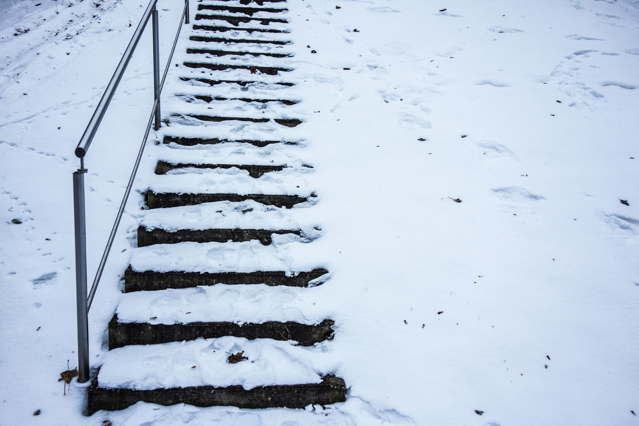 Barbecue Barbecue Grill Snow Stairs Snowing Day Snowy Stairs Winter
