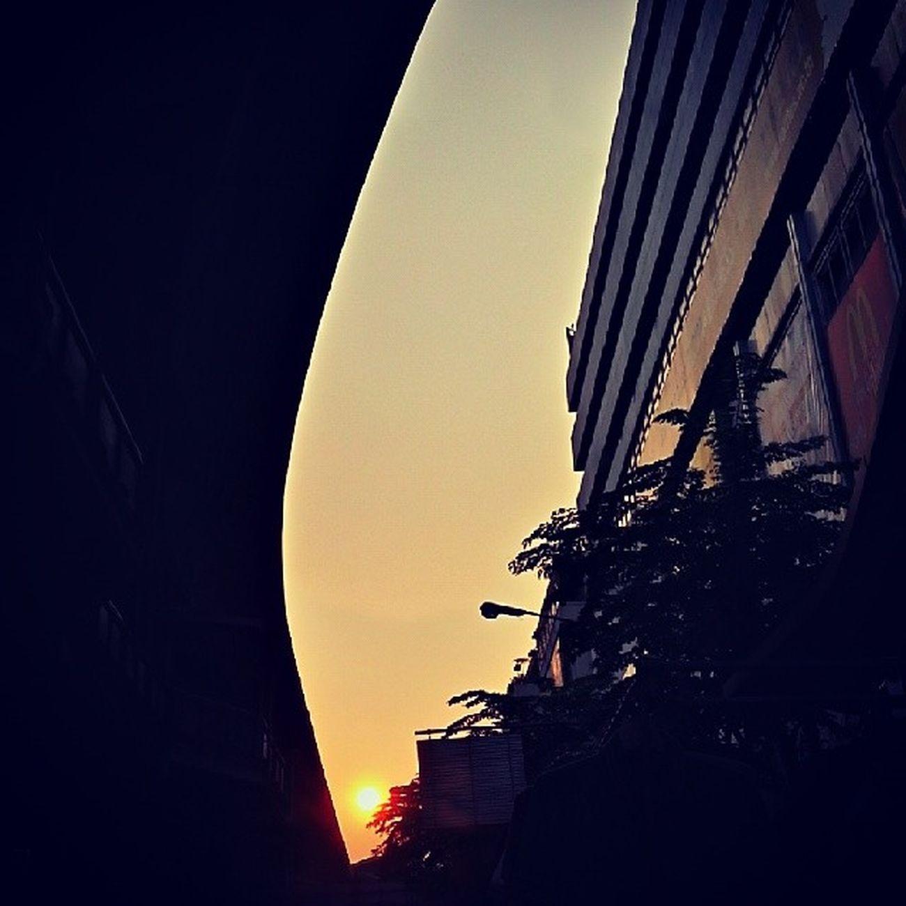 ตะวันลับตา ท้องฟ้าก็ทาสีดำ Sunset