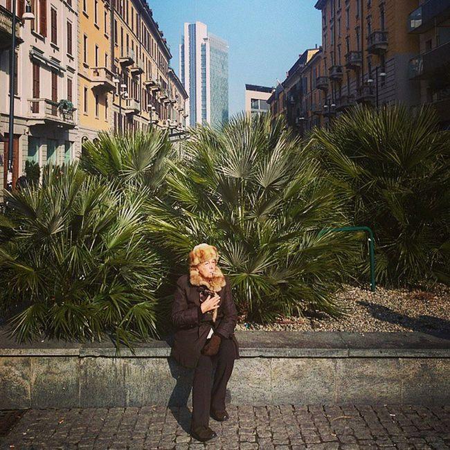 Relax in Porta nuova. Milan Woman Elegant Sciura Smoker Pictureoftheday Followme Fashionable Offsetartist