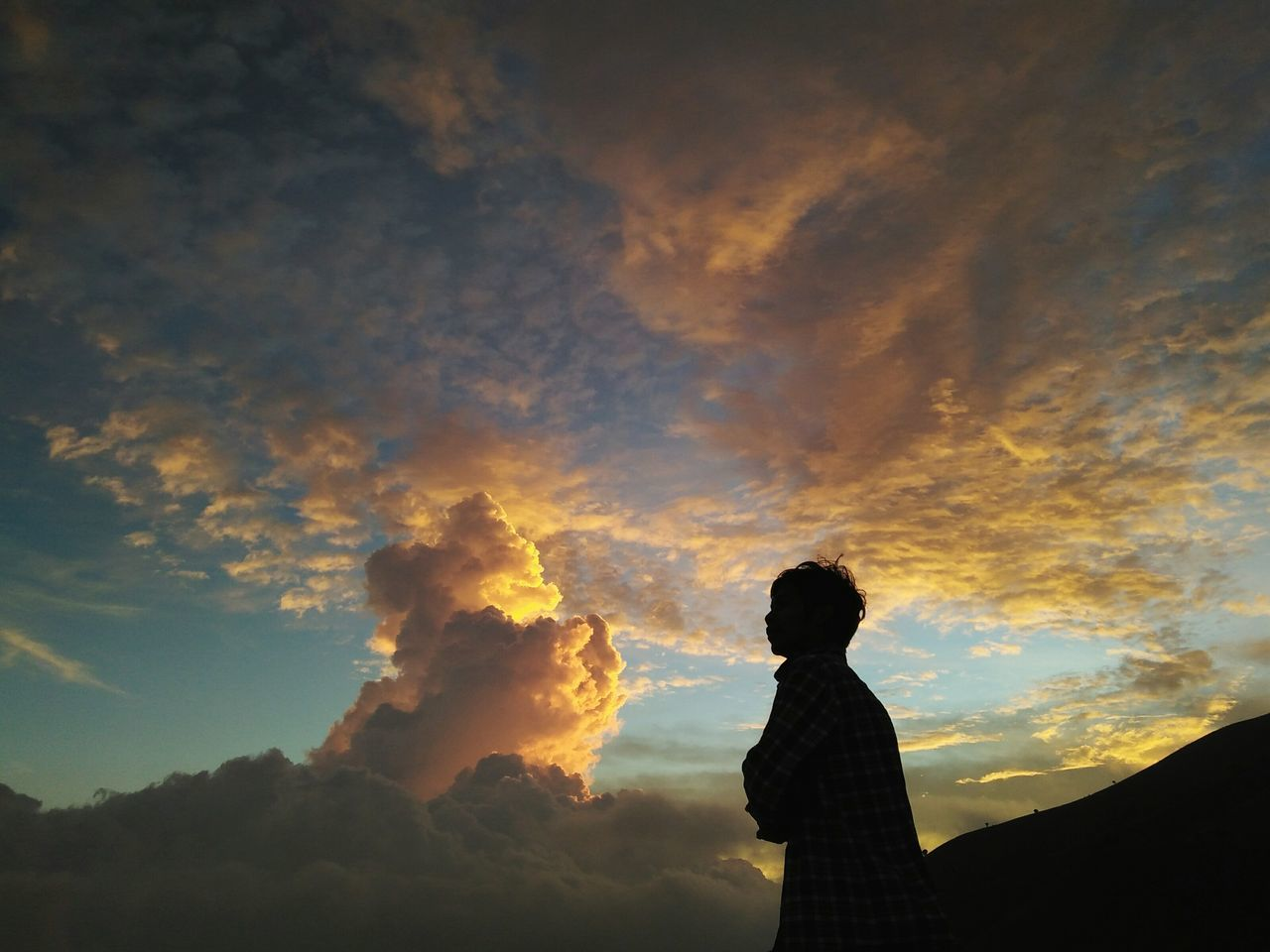 real people, cloud - sky, sky, silhouette, one person, nature, standing, leisure activity, beauty in nature, lifestyles, scenics, low angle view, outdoors, sunset, women, tranquility, day, people