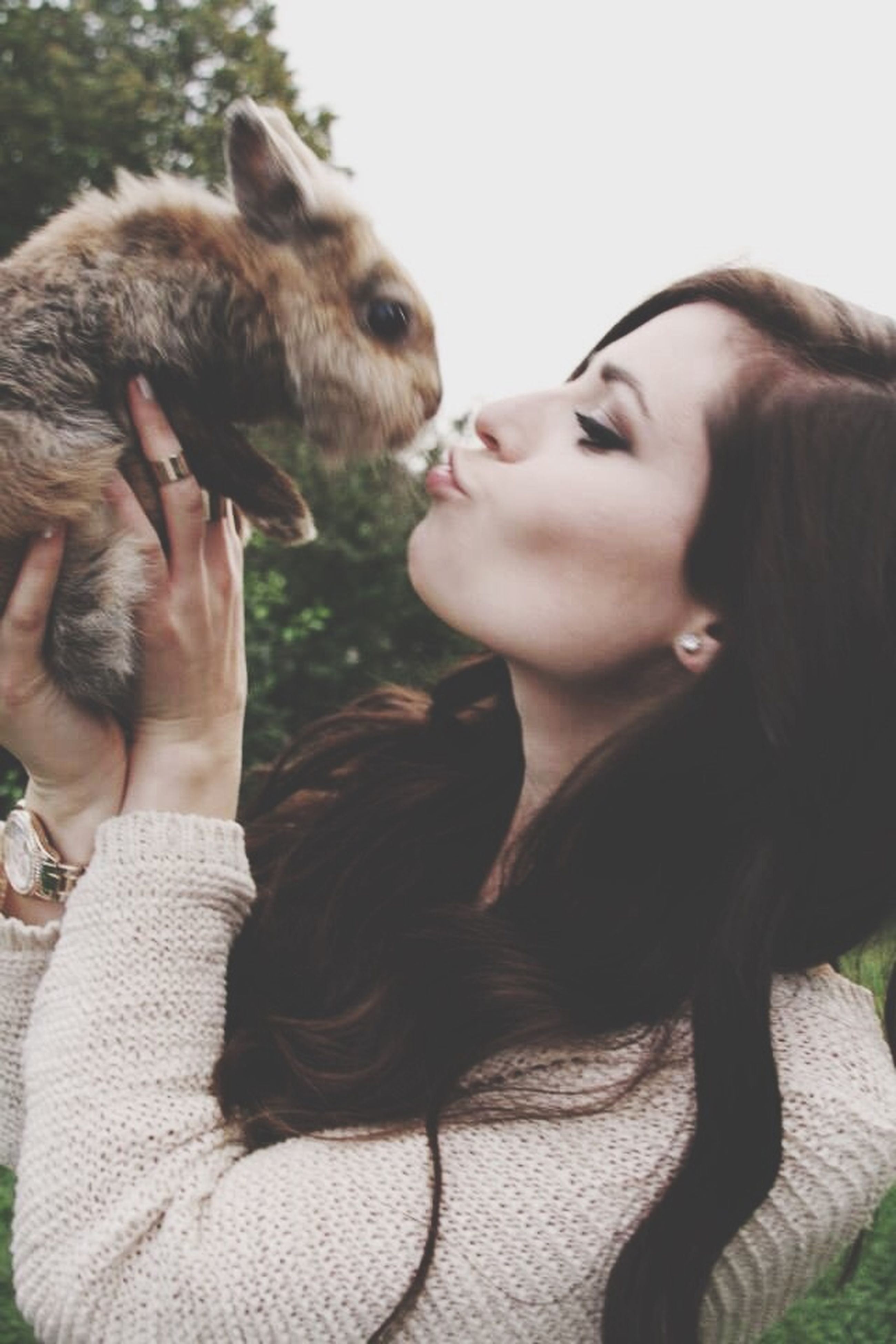 animal themes, mammal, person, lifestyles, young women, young adult, domestic animals, one animal, togetherness, leisure activity, portrait, bonding, looking at camera, headshot, pets, long hair, side view, casual clothing