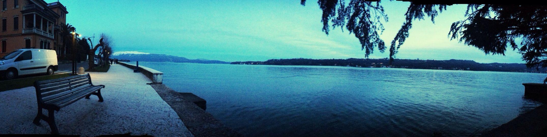 Lago e montagne innevate. Paesaggio stupendo ❤️