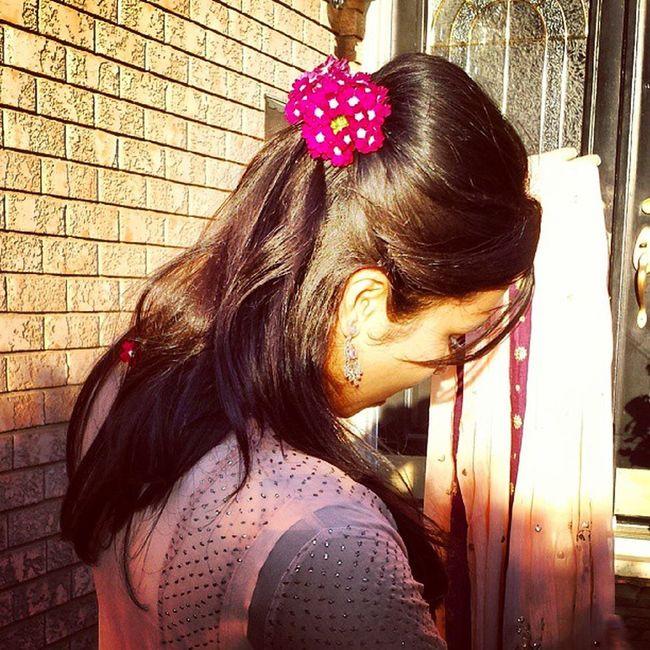 Mamascreation fresh flower hair pin! Undoneglamour Moneeoutfits