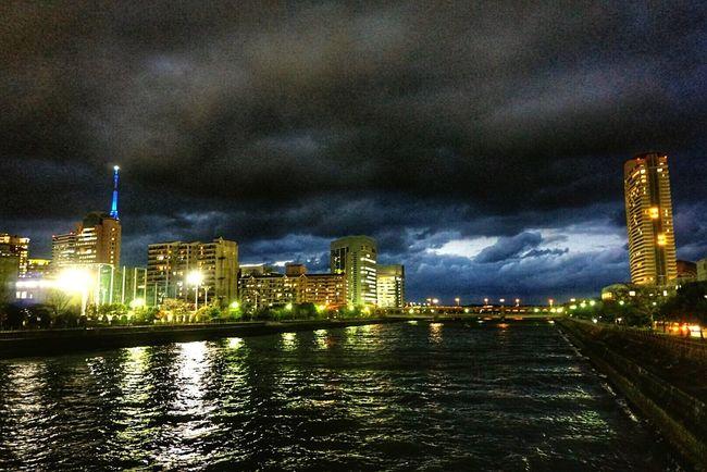 写真が霞んでる。良くない調子の現れ。In Japan Fukuoka City  Fukuoka Tower Cloudy Day Clouds And Sky Riverside Nightphotography