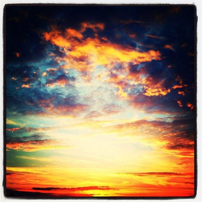 Le ciel est en feu ! ☀ Gouvieux Picardie Oise  Soleil sunset couchedesoleil blackberry blackberrypassport
