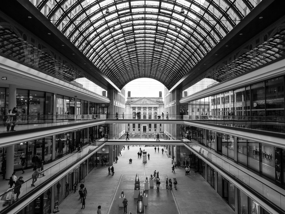 Light And Shadow Streetphotography Berlin Streetphoto_bw Blackandwhite Bw_collection Architecture_bw Lp12 Mall Of Berlin
