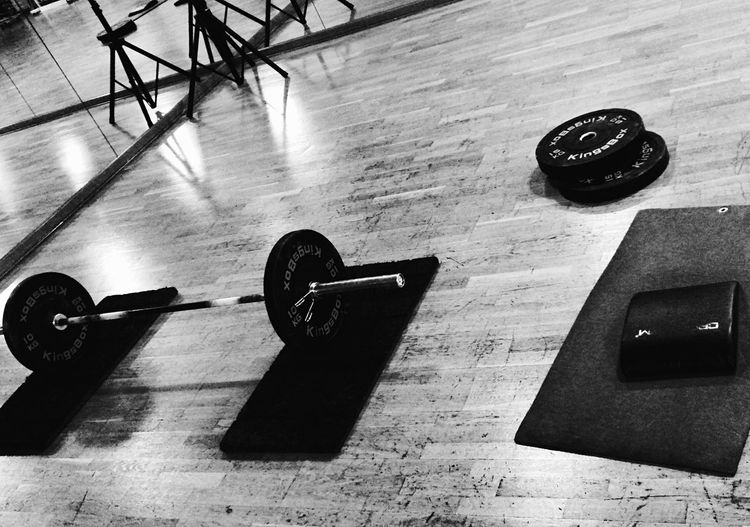 Crossfit Crossfit Girl Indoors  Dumbbell Hardwood Floor No People Gym Sport Mass - Unit Of Measurement Health Club Close-up Day Girl Power Powerlifting Powerlifter Weightlifting