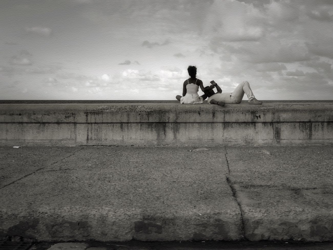 Sitting Sky Sea Real People Leisure Activity Two People Water Lifestyles Relaxation Women Cloud - Sky Horizon Over Water Togetherness Beach Outdoors Bonding Traveling Streetphotography People EyeEm Best Shots - Black + White Cuba Havana Blackandwhite Monochrome