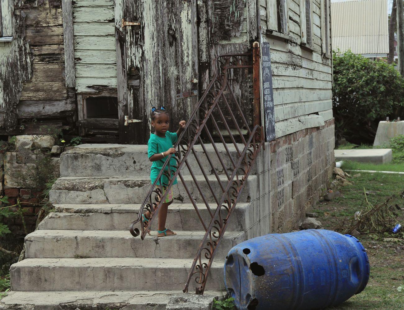 Child Alone Little Girl Poor People  Poor Children Poorness Street Destroyed Buildings Trauriges Kind The Street Photographer - 2017 EyeEm Awards