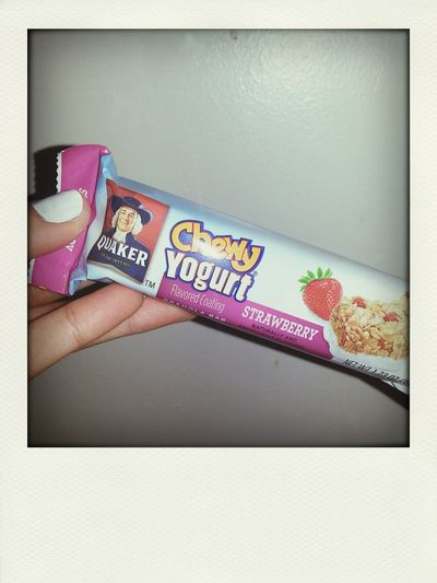 these are so good ♡ Chewy Yogurt Strawberry Quaker