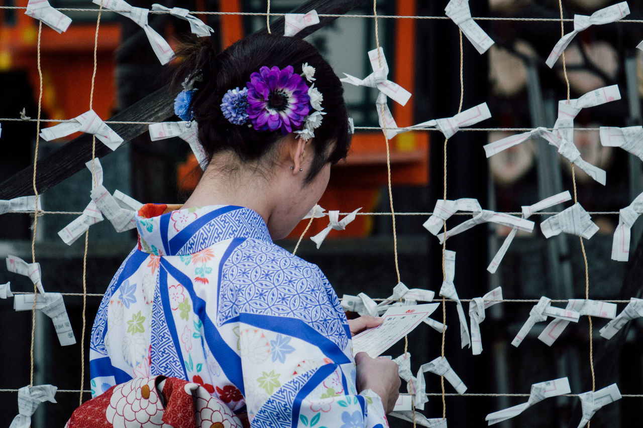 Kyoto Japanese  Japanese Girl YUKATA O-mikuji Mikuji Omikuji Fortune Fortune Written Yasaka-jinja Shrine Yasaka Shrine The Portraitist - 2017 EyeEm Awards
