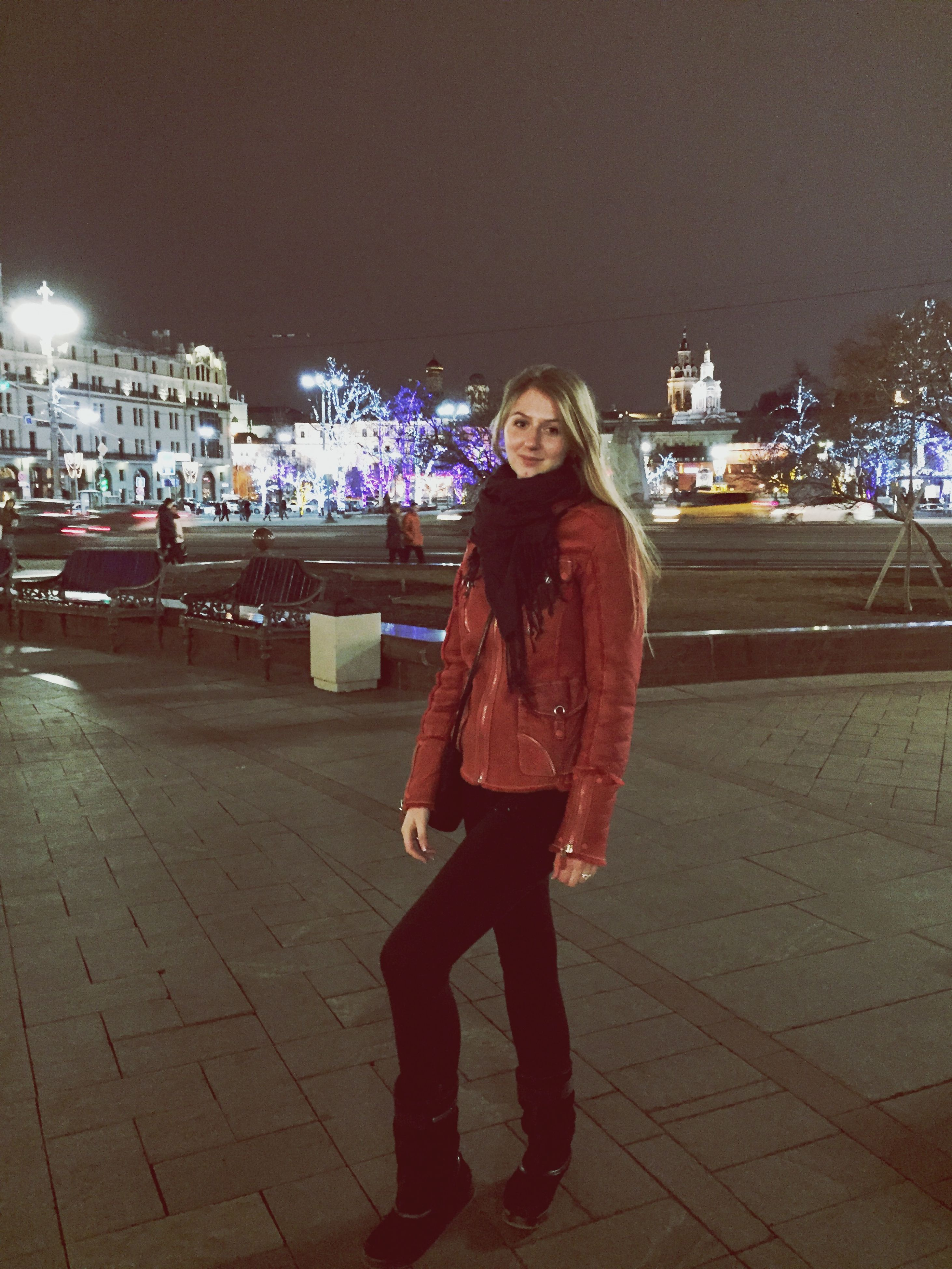 lifestyles, casual clothing, full length, young adult, young women, person, leisure activity, looking at camera, portrait, standing, front view, smiling, long hair, night, happiness, street, three quarter length