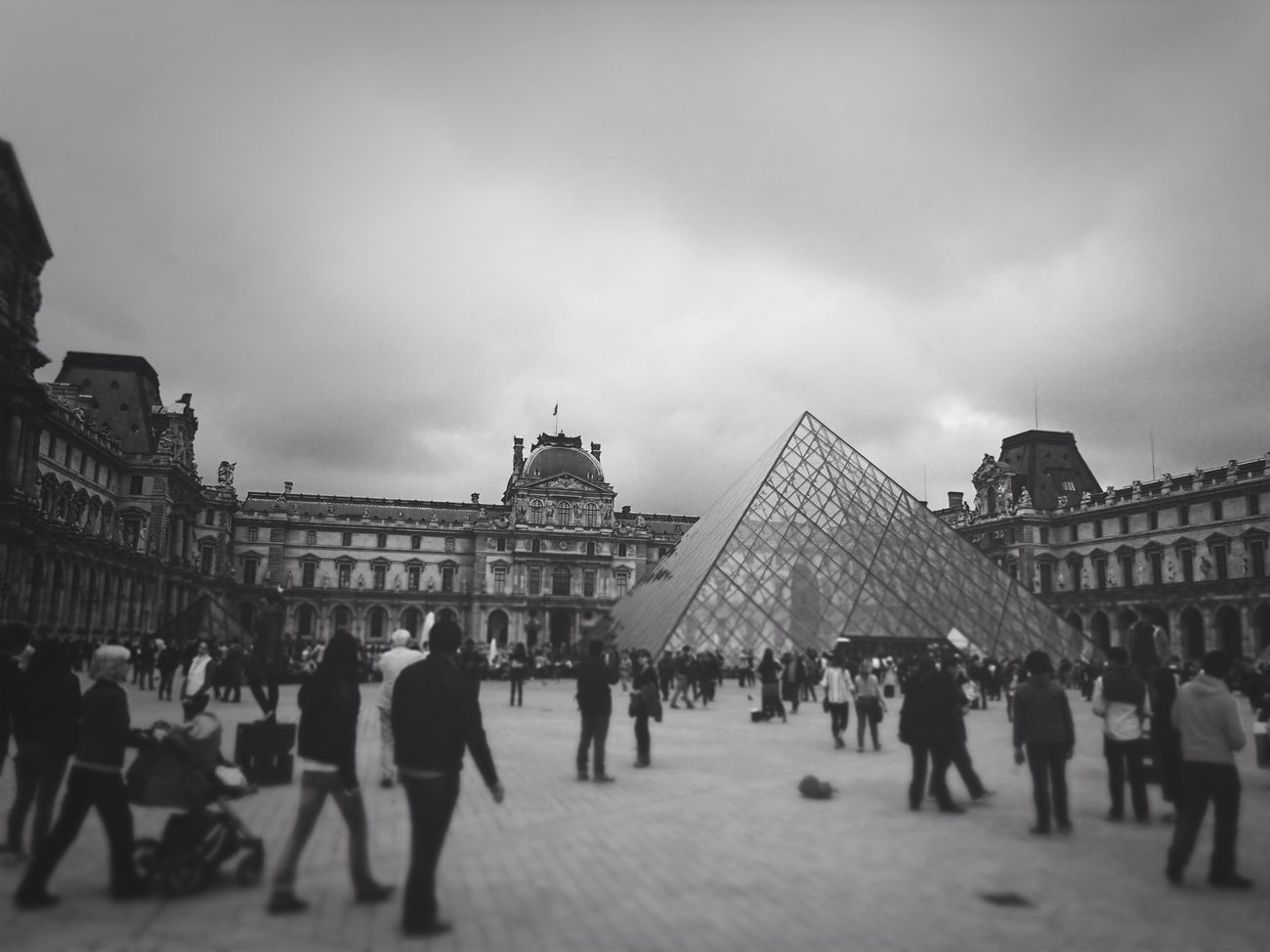 Musse Du Louvre Ruble Travel Monochrome